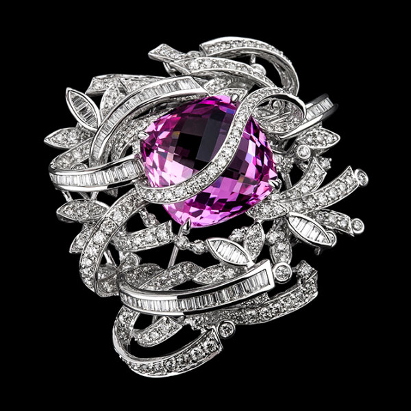 Boutique jewellery Avant-Garde brooch set with diamonds and pink tourmaline